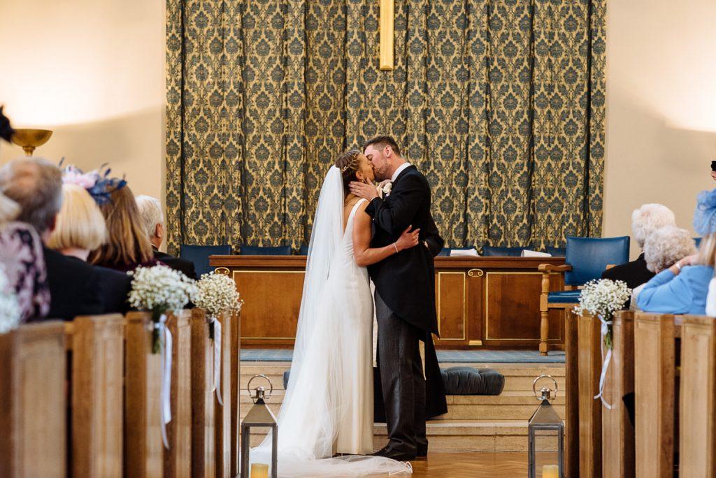 025-london-wedding-photographer-cavalry-guards-club-1024x684
