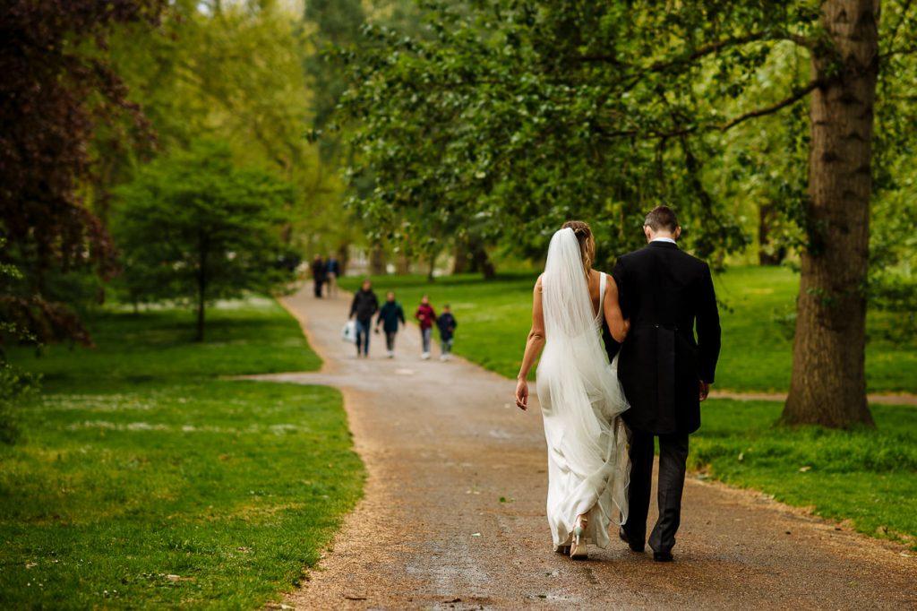040-london-wedding-photographer-cavalry-guards-club-1024x682