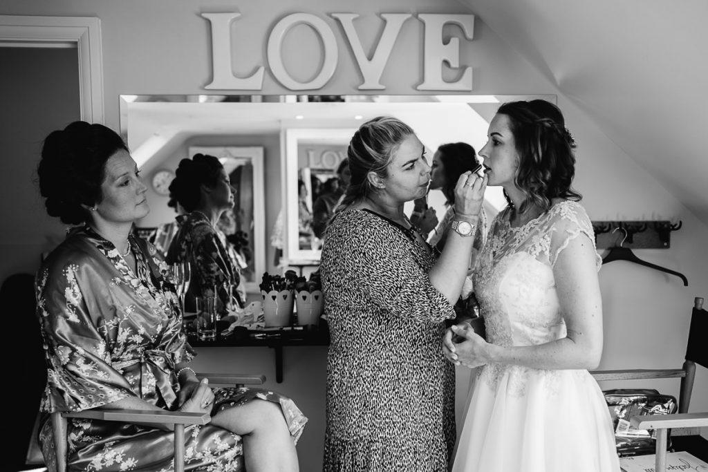 brookfield-barn-wedding-photographer-017-1024x683